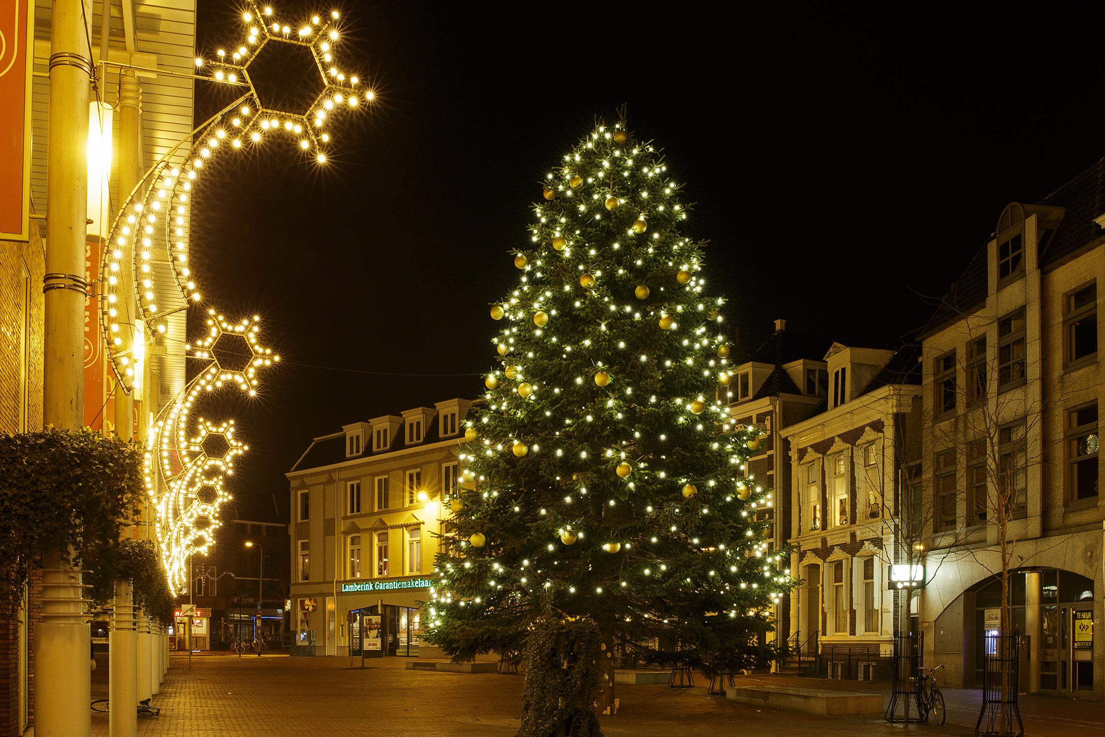GRONINGEN / 13-12-2013 / Westerhaven, sfeerverlichting en Kerstboomverlichting geleverd door Wielsma Verlichting Leek.    / Foto: Omke Oudeman