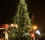 ZEVENHUIZEN / 9-12-2012 / Feestverlichting in de vorm van de provincie en versierde kerstboom, sfeerverlichting in winkelstraat, verzorgd door Wielsma Verlichting Leek  / Foto: Omke Oudeman